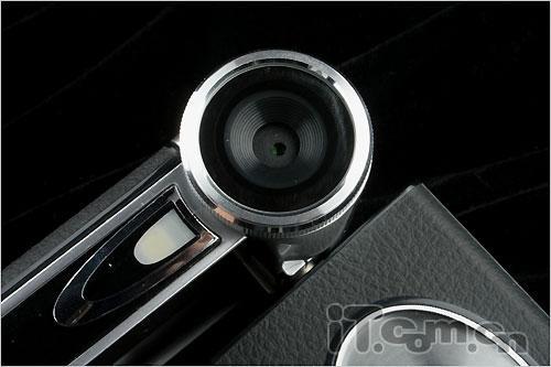 下面来看看菲星hdv782配备的镜头焦距为7mm,镜头前方有一个圆环,旋转