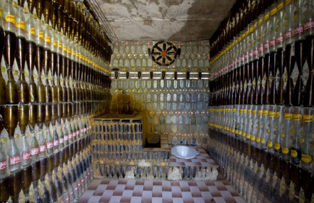 泰国僧人回收150万个旧啤酒瓶建造寺庙(组图)图片