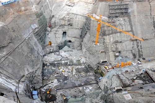 月22日拍摄的溪洛渡水电站大坝坝基开挖现场.新华社记者 浦超 摄-