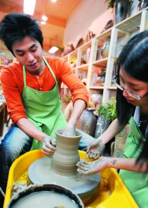 去陶艺坊最大的乐趣就是自己制作的陶器可以有机会带回家.