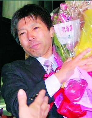 """日本最年轻议员_日本政坛30岁""""少男""""崛起(组图)-新闻频道-和讯网"""