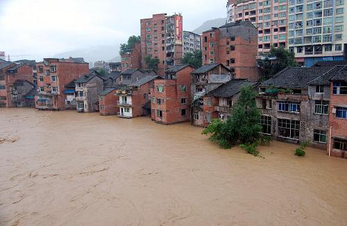 7月11日,达州市宣汉县南坝镇遭遇洪水袭击.