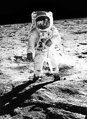 林被认为是第二个登上月球的地球人.-月球人的 后登月 生活