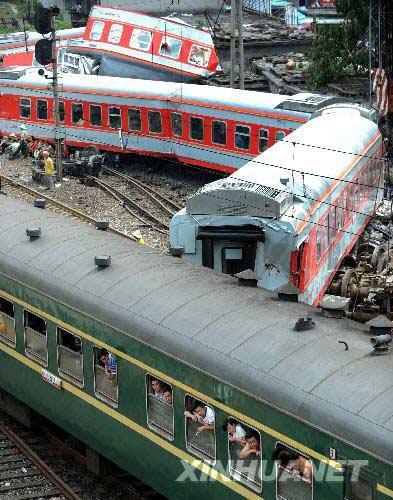 广西柳城境列车脱轨 数十人伤亡