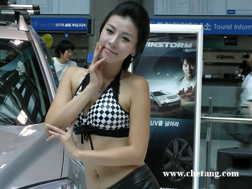 可爱型美女车模实拍