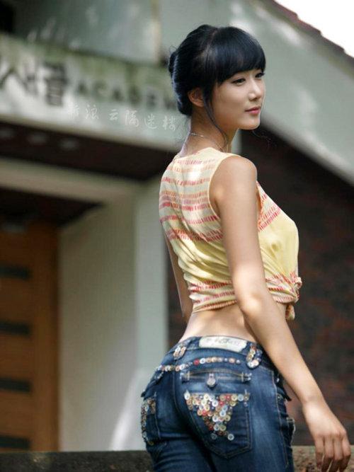 加上苗条的身材 不但被韩国人喜欢