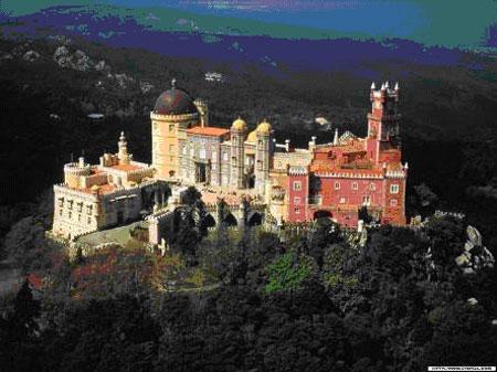 现在整座城堡已经成为一个融宫殿建筑和军事防御建筑图片