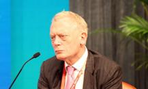 英国标准人寿董事会主席格里-格林斯通