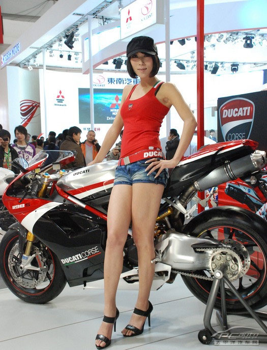 杜卡迪超酷摩托美女 汽车频道
