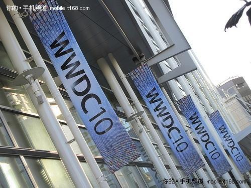 WWDC 10会场外广告牌