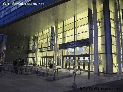 WWDC 10大会会场夜景