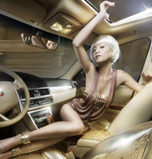 车模pose车里的美女姿势车模姿势坐在汽车里美女照片