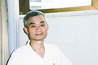 2008年7月 秦其斌接受记者采访