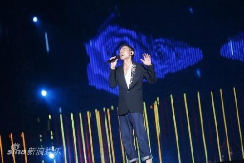"""演唱会""""10月23日晚在上海虹口足球场举行,刘德华,黎明,郑秀文,韩红图片"""