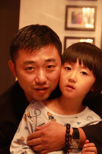组图:盘点乒球冠军儿女 刘国梁双胞胎女儿可爱图片