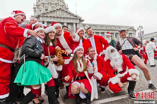 俊男美女装扮圣诞老人齐聚旧金山