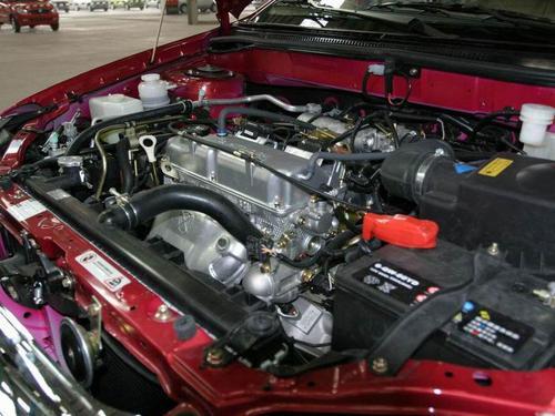 比亚迪f3发动机舱