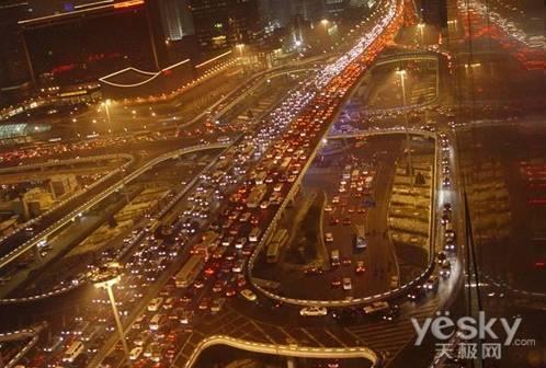 北京堵车高峰_北京下班晚高峰环路堵车状况