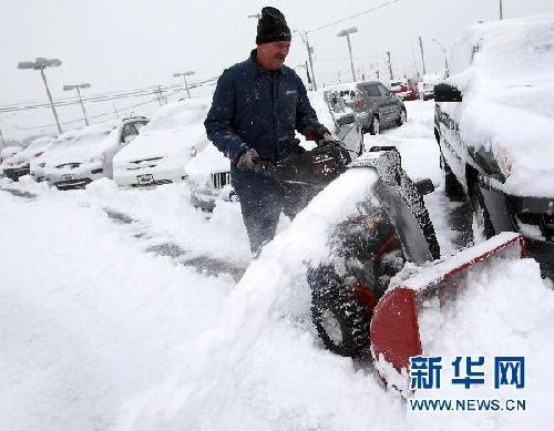 暴风雪袭击美国芝加哥地区1000多个航班被取消