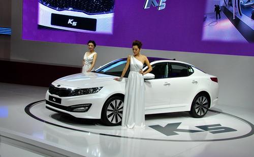 将明年初上市 国产起亚k5亮相广州车展