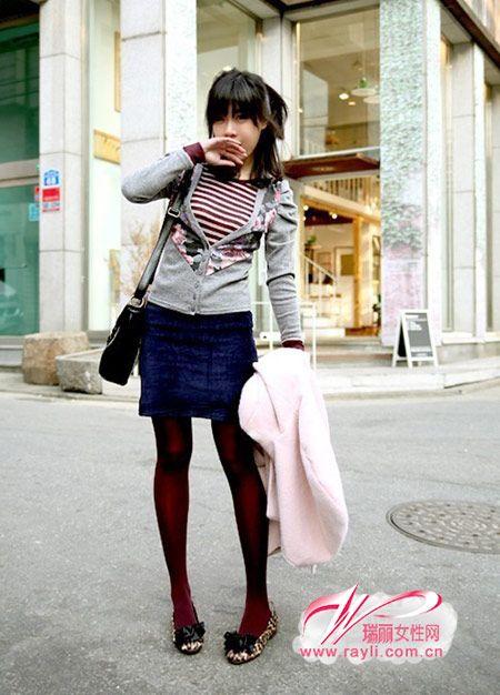 灰色大v领印花图案针织开衫,公主袖设计,很时尚的淑女款哦!
