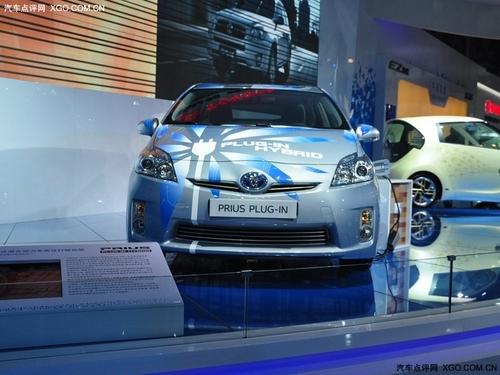 丰田普锐斯油电混合动力版高清图片