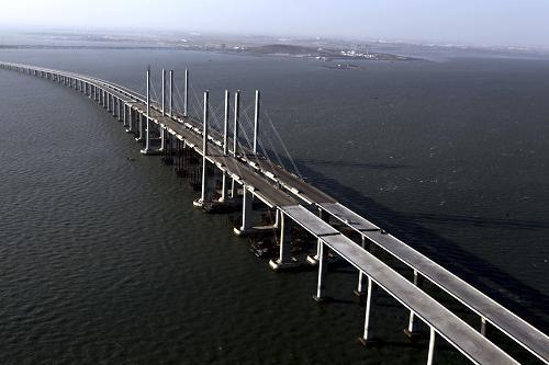 青岛海湾大桥主线合龙贯通