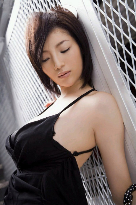 韩国超诱人丰满美女车模性感写真