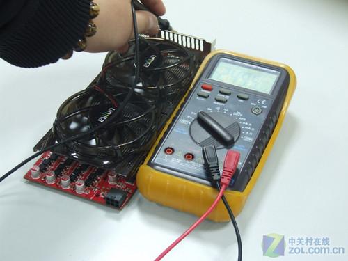 再就是,测量电压时需要将万用表调整到对应档位,且需要将探头