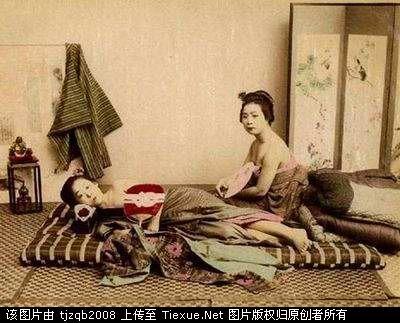 日本惩罚女犯的酷刑图片