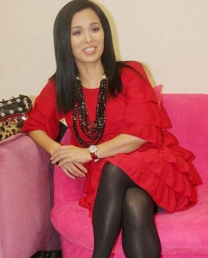 中年色情丝袜_红色裙装搭配黑色丝袜,十分经典.