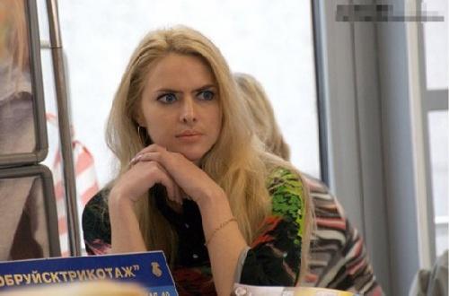 俄罗斯美女唱丑八怪