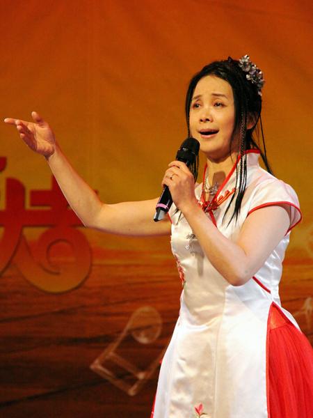独唱:《故乡是北京》