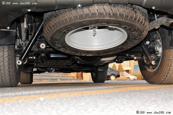 自主领头羊 长城哈弗H系列   指导价格区间:9.28-16.88万元   长城哈弗H5欧风版   长城哈弗H系列均采用非承载式车身设计,加上后整体桥悬挂的结构,哈弗的承载能力非常出众,这也让它的实用性很是突出,在作为工作车时这个优点更加明显。尽管由于没有中央差速器和差速器锁,哈弗的越野能力受到了限制,同时四驱系统也无法在铺装路面使用,但相对大多数承载式车身的城市SUV,哈弗的越野性能还是值得信赖的。同时,现在哈弗H系列的产品线也异常丰富,四种外观,柴油、汽油总共四种动力系统,加上手动、自动的两驱和四驱车