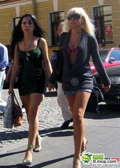 街拍俄罗斯长腿美女 新闻频道