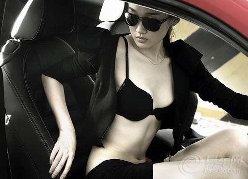 高挑美女爱跑车