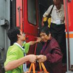 75岁老人旅途受伤花费5万 保险公司以超年龄为由拒赔