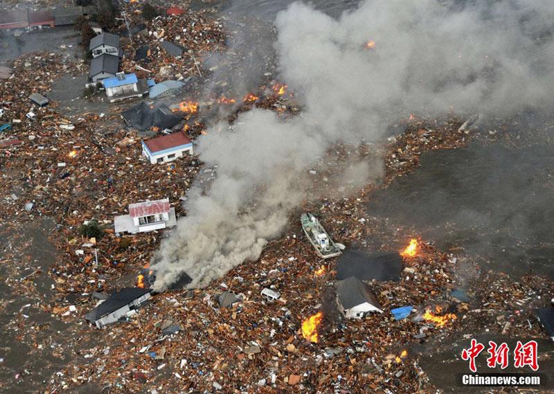 日本强震过后受灾地区满目疮痍组图 新闻频道
