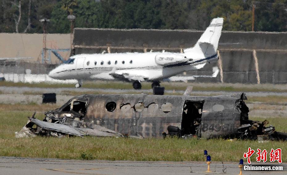 一架双引擎小型飞机在起飞后不久试图重新降落,在降落过程中坠毁在