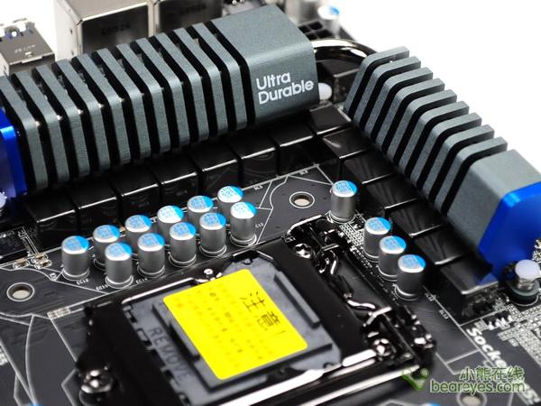 对于这款技嘉P67A-UD4-B3的评测,我们选择了以下测试软件进行各个方面的评测:   PCMark Vantage   :专为Vista系统而推出的系统整机测试软件,功能非常全面。   SisoftWare Sandra 2010   :目前最新的处理器、内存、显示卡评测工具。   Super Pi   :老牌的处理器性能检测工具。   EVEREST Ultimate   :出色的整机测试软件,内存测试项目非常经典。   Cinebench R11.