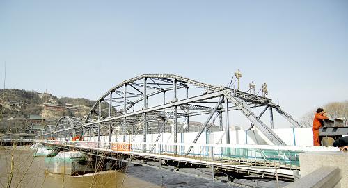 兰州百年黄河铁桥——中山桥全封闭 将进行抬高作业