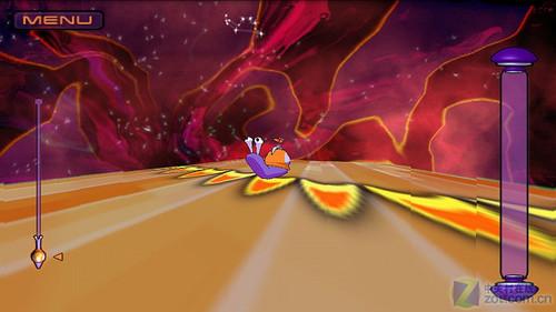 在极速飞奔的时候左右摇晃手机躲避途中的障碍物,同时玩家还可以触击