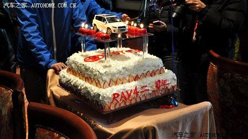 十八岁生日蛋糕_『生日蛋糕推上来了』