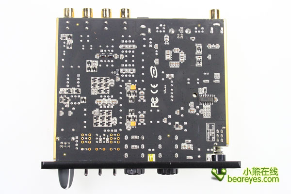 光和同轴的数字声音输入单元也各装备1个系统。光数字语音输出配有1系统,PCM和杜比数字的5.1ch数字输出也对应。也装备USB终端,即使USB音频接口也可以加以利用。   电源有附属的AC适配器。消耗功率是4~6W。外形尺寸14011130mm(幅度进深高度),重量440g。   告别常规评测 编辑强制拆解 DR.