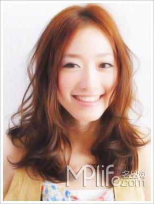 中分微卷长发*巧克力金色:清甜可人邻家妹-8款发型,打造森林系女孩图片