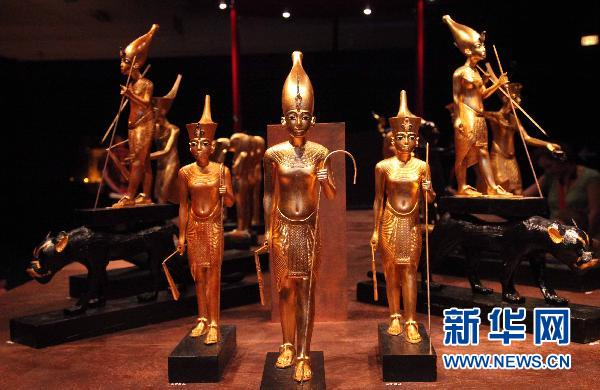 比利时举办古埃及法老图坦卡蒙宝藏巡回展图片