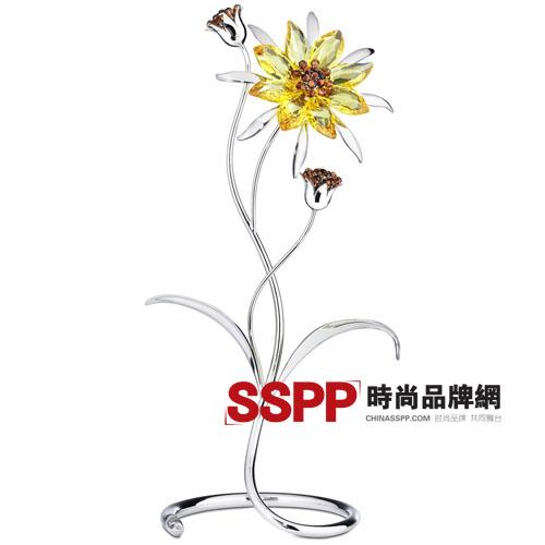 明媚的阳光照映着纤细的花朵 施华洛世奇Swa