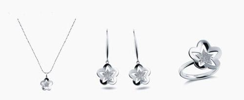 """""""恒星"""":铂金项链,铂金耳环,铂金戒指"""