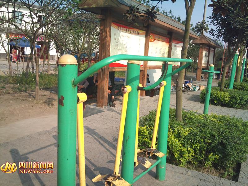 马祖村广场上的健身设备