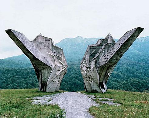 南斯拉夫那些神秘的二战雕塑【组图】